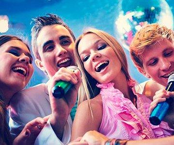 Karaokes para salir entre parejas en la CDMX